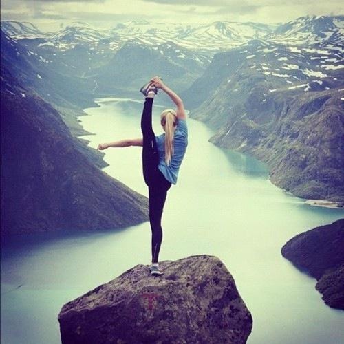 Занятия йога на удельной
